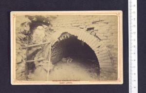 Photographie prise pendant la fouille du site de Sanxay par C. de la Croix